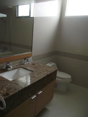 Adelphi Grande Sukhumvit by Compass Hospitality: Bathroom