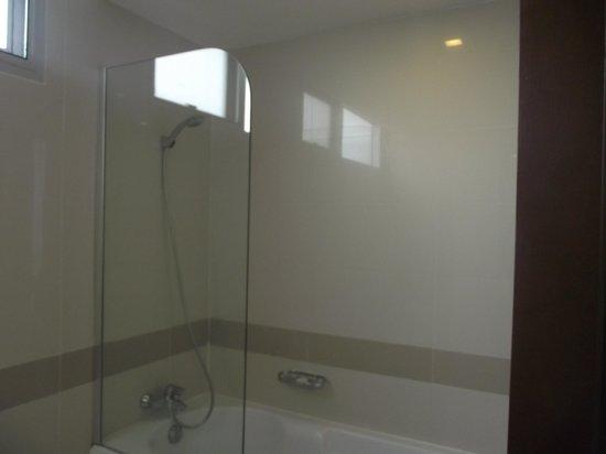 อเดลฟี แกรนด์ สุขุมวิท บาย คอมพาส ฮอสพิทัลลิตี้: Bathroom