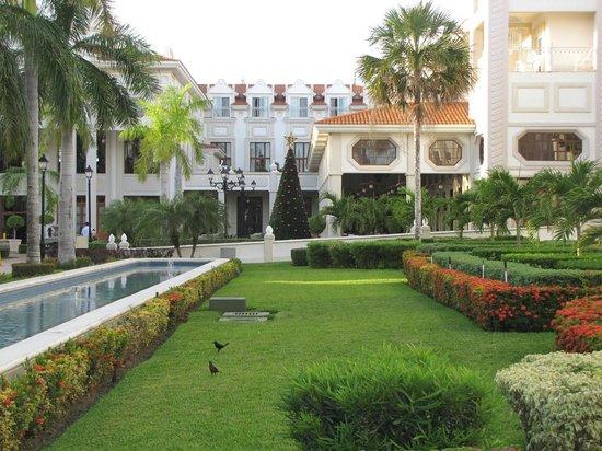 Hotel Riu Palace Riviera Maya: The courtyard