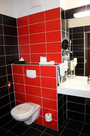 BEST WESTERN PLUS Amedia Wien: Toilet and sink