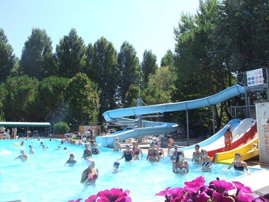 Camping & Village Villaggio Italgest: parco piscine con acquascivoli