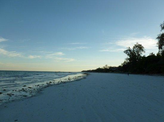 Baobab Beach Resort & Spa: diani beach from kole kole entrance