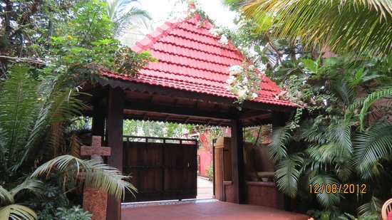 Bougainvillea Guest House Goa: entrance