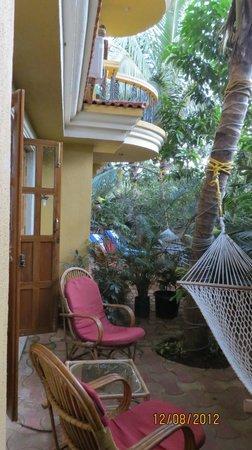 Bougainvillea Guest House Goa: patio