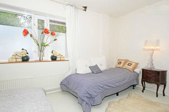 3-persons bedroom - Picture of B&B Habitat, Beverwijk - TripAdvisor