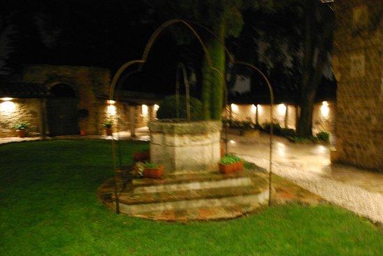 Il Postale: Lato esterno nel cortile del castello