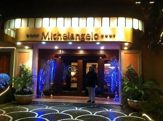 Michelangelo Hotel: Hotel Front