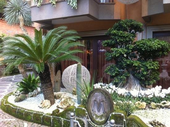 Michelangelo Hotel: hotel front (day)