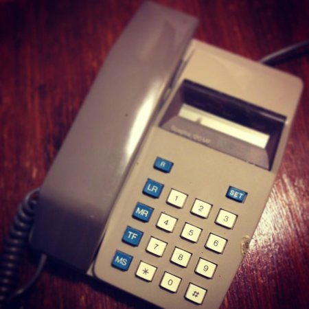 Best Western Reigate Manor Hotel: Lovely retro phone with real fag burns!