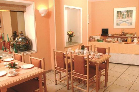 ريزيدنس دو بريه: Résidence du Pré - Breakfast Room