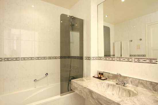 ريزيدنس دو بريه: Résidence du Pré - Bathroom