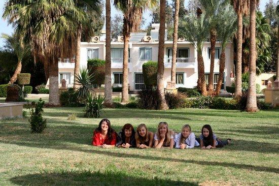 Princess Palace: Наша вилла и лужайка перед ней