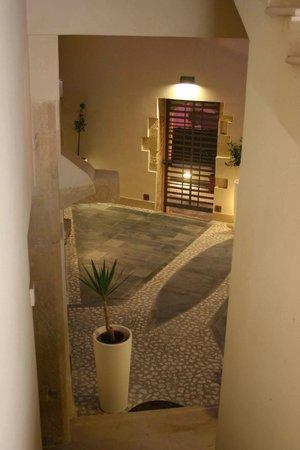 Cortile interno by night- Kyanos Residence courtyard