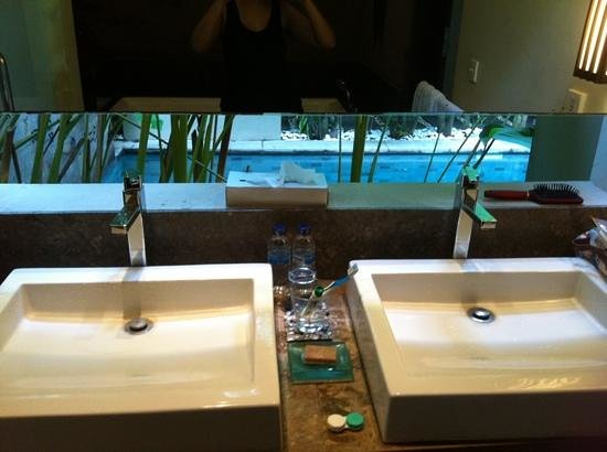 Kanishka Villas: partially open bathroom.door to villa facing sink