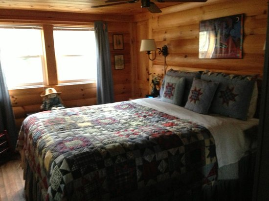 Mountain Springs Cabins: Katydid bedroom