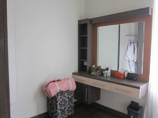 The Nakula Villas : Dressing room in bedroom