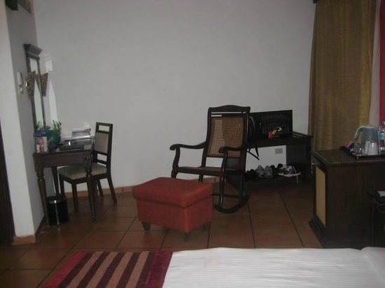 Lazylagoon Sarovar Portico Suites: Room