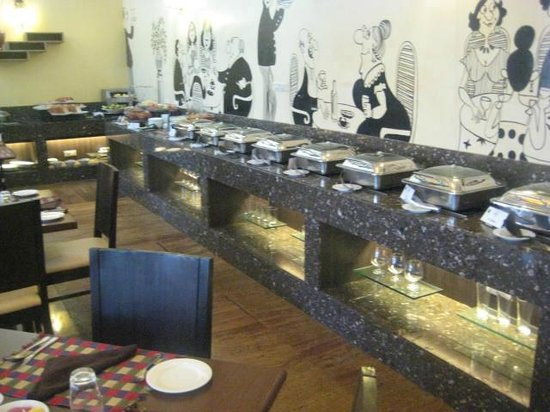 Lazylagoon Sarovar Portico Suites: Buffet