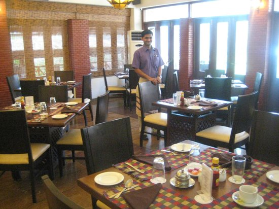 Lazylagoon Sarovar Portico Suites: Dining room