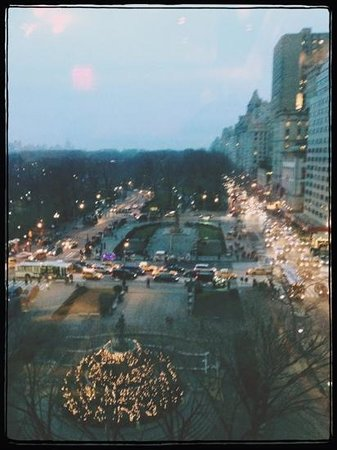 Bergdorf Goodman: view down 5th is spectacular at Christmas