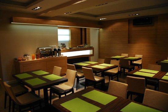 Liv'Inn Aparthotel: Restaurant
