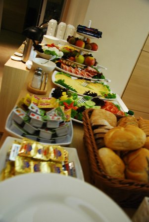 Liv'Inn Aparthotel: Tasty Buffet Breakfast