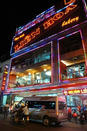 Tulip Hotel: Very famous bread shop opposite the hotel