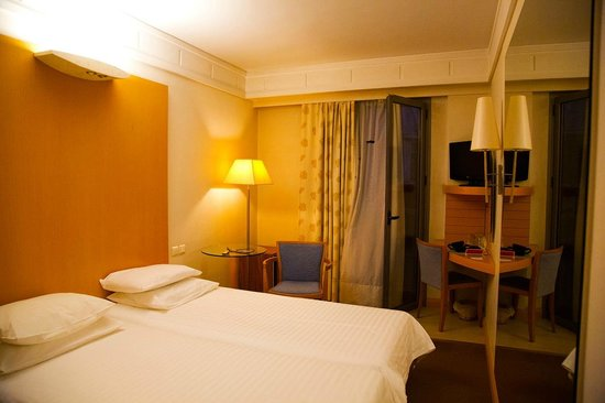 Central Athens Hotel: room