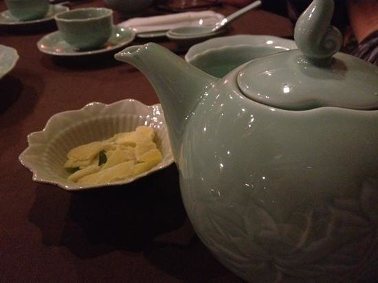 Nuoc : Lotus tea with crystalized ginger