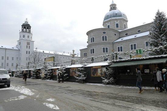 Atel Hotel Lasserhof: Piazza Mirabel 10 minuti a piedi