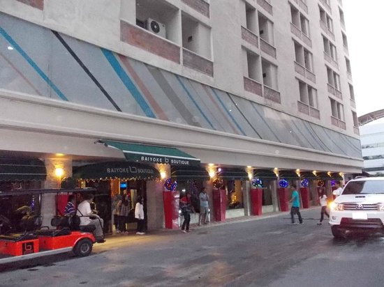 Baiyoke Boutique Hotel: バイヨークスカイのすぐ隣