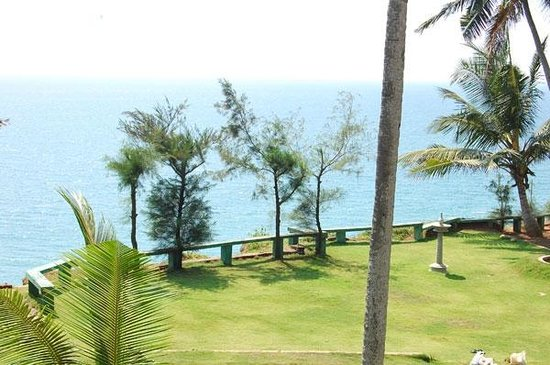 Varkala SeaShore Beach Resort: The beach side view