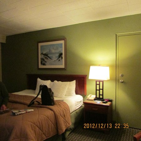Comfort Inn South Oceanfront: King size bed