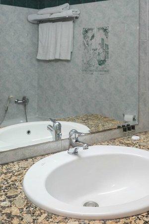 Hotel Epidavria : Epidavria Hotel Tolo - Bathroom