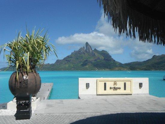 The St. Regis Bora Bora Resort: Main dock