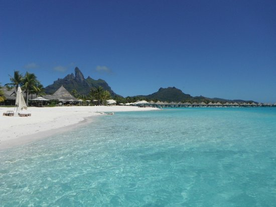 The St. Regis Bora Bora Resort: St Regis beach