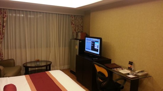 Rembrandt Towers Serviced Apartments: TV Panel 