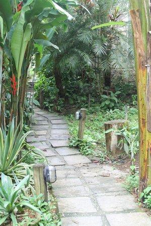 Pousada Naturalia: Surrounding gardens