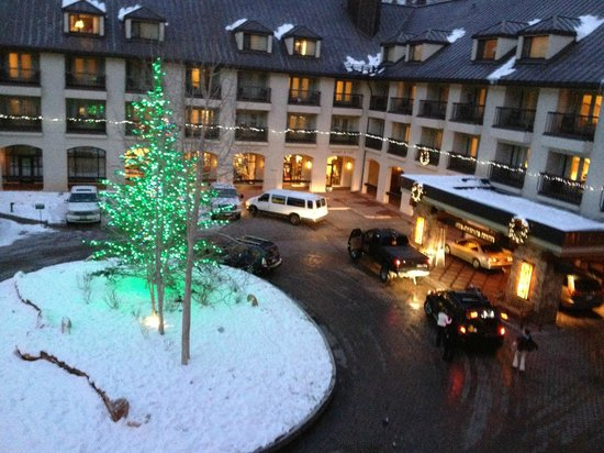 Vail Cascade Resort & Spa: Valet area