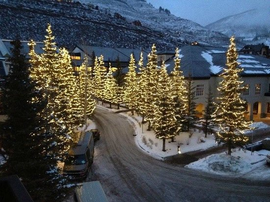 Vail Cascade Resort & Spa: entrance / driveway