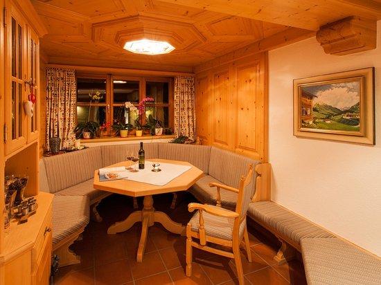 Pension Kilian: Gemütliche Sitzecke im Erdgeschoss