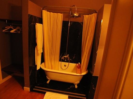 Casa Amora Guesthouse: bathroom