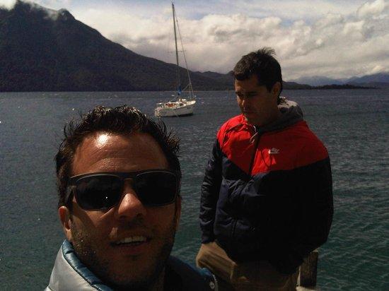 Millaqueo Luxury Villa: aqui con mi amigo Martin en la punta del muelle