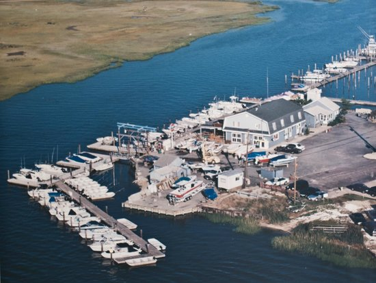 Avalon Anchorage Marina: Older Aerial view of the Marina at Avalon Anchorage