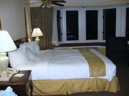 Santa Maria Inn: King Suite