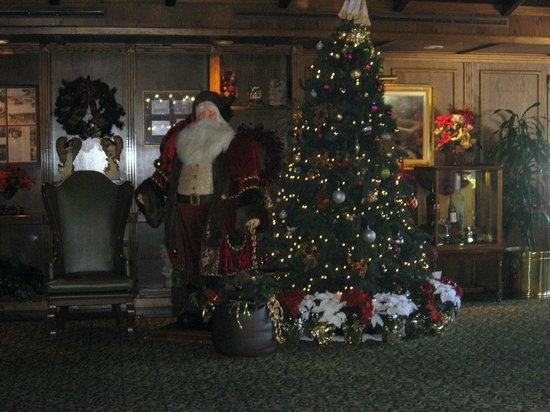 Santa Maria Inn: Hotel Lobby