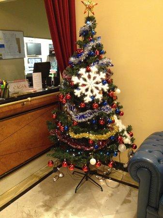 IH Hotels Milano Puccini: Albero Di Natale :-)