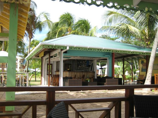 Bequia Beach Hotel: The bar