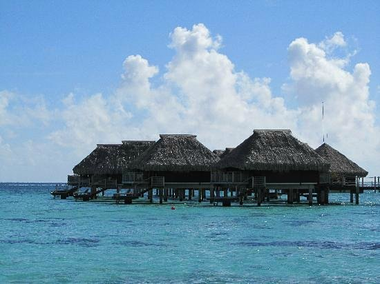 Hilton Moorea Lagoon Resort & Spa: Bungalows over breathtaking blue waters....