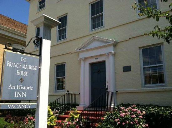 Francis Malbone House Inn: Front of Inn Summer 2012
